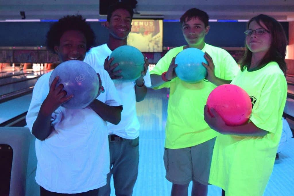 kids glow bowling